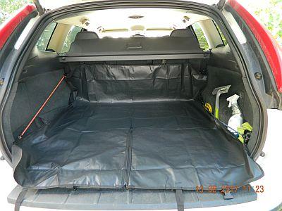 Автогамак для перевозки собак в автомобиле. Вариант использования в багажнике